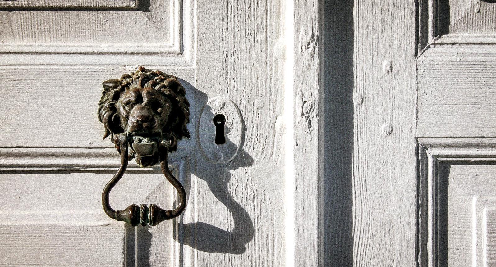 Tür auf einem schwedischen Bauernhof in Smaland
