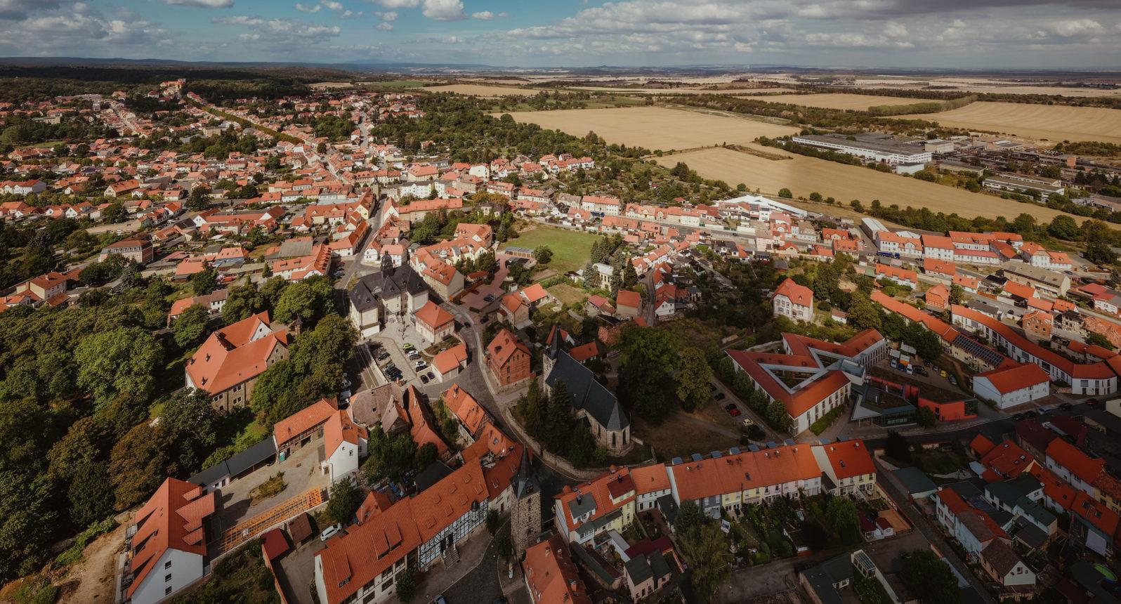 Sicht über Ballenstedt Richtung Brocken
